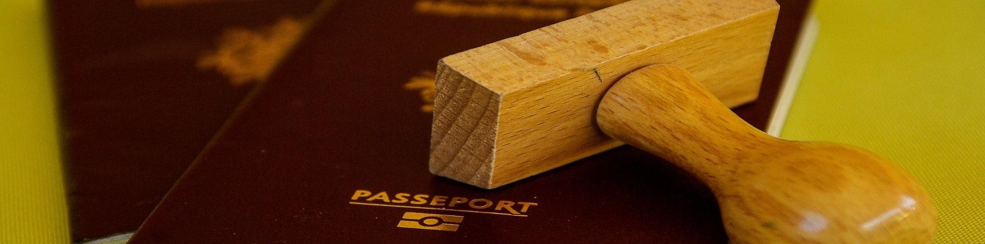 Rechtsanwalt Aufenthaltserlaubnis: Stempel und Pass