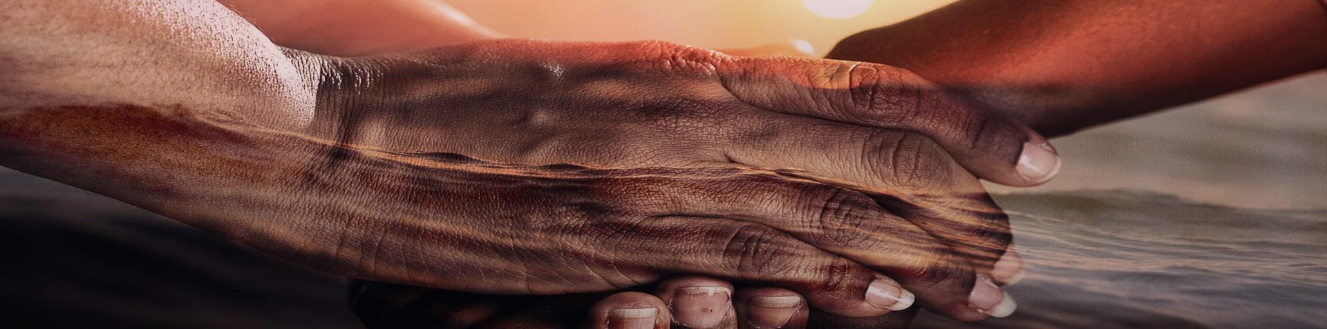 Handschlag verschiedener Nationen Rechtsanwalt Ausländerrecht